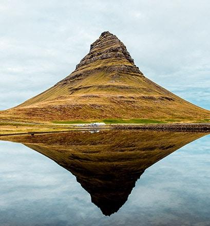 Admirer le volcan de Kirkjufell en Islande