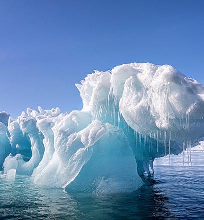 Naviguer au milieu des icebergs