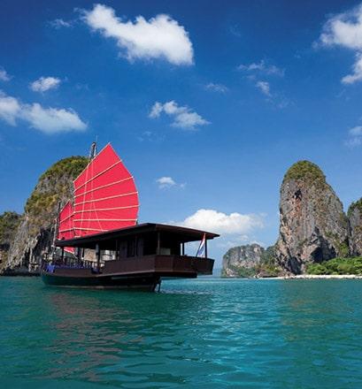 Naviguer dans la baie d'Halong