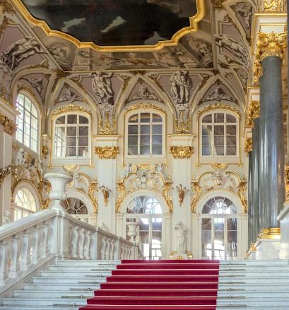 Arpenter les salles du musée de l'Ermitage de Saint-Pétersbourg - Russie